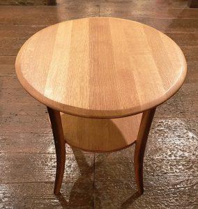 SHIMS FURNITUREが制作した樽材のオリジナルデザインの丸型ティーテーブル