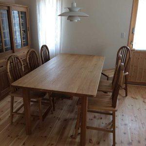 SHIMS FURNITUREが制作した楢無垢材のオーダー家具 /ダイニングテーブル&椅子6脚&食器棚