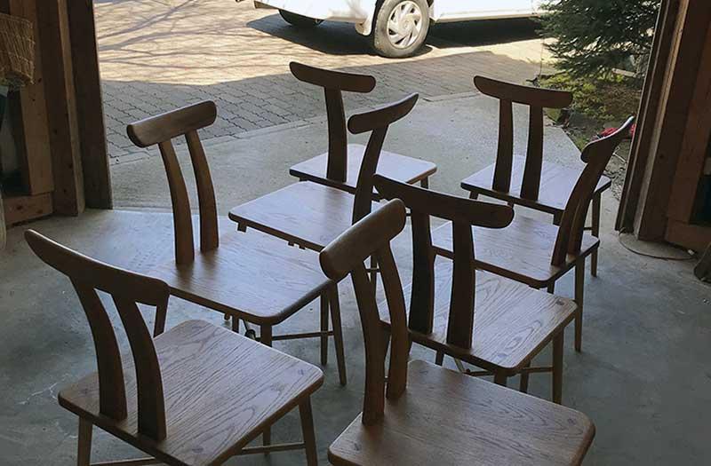 SHIMS FURNITUREの椅子の納品風景