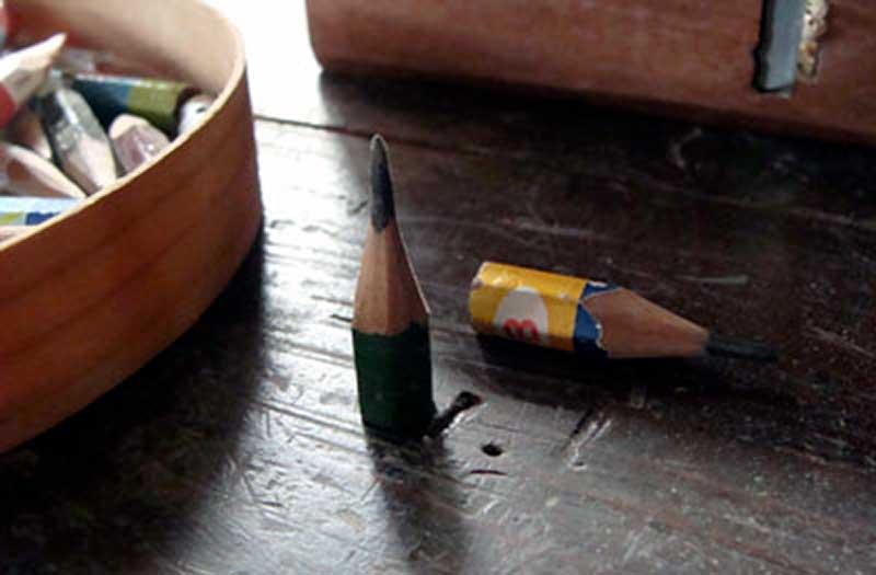 木工作業に使っているとても短い鉛筆