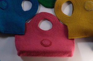 B5サイズのフェルトバッグ ピンクとブルーと黄色の3種類