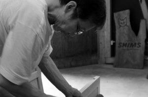 木工家清水久勝作業中のプルフィール用写真